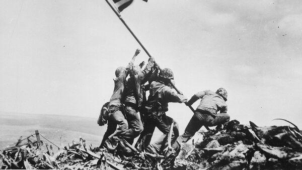 Raising the Flag on Iwo Jima - Sputnik International