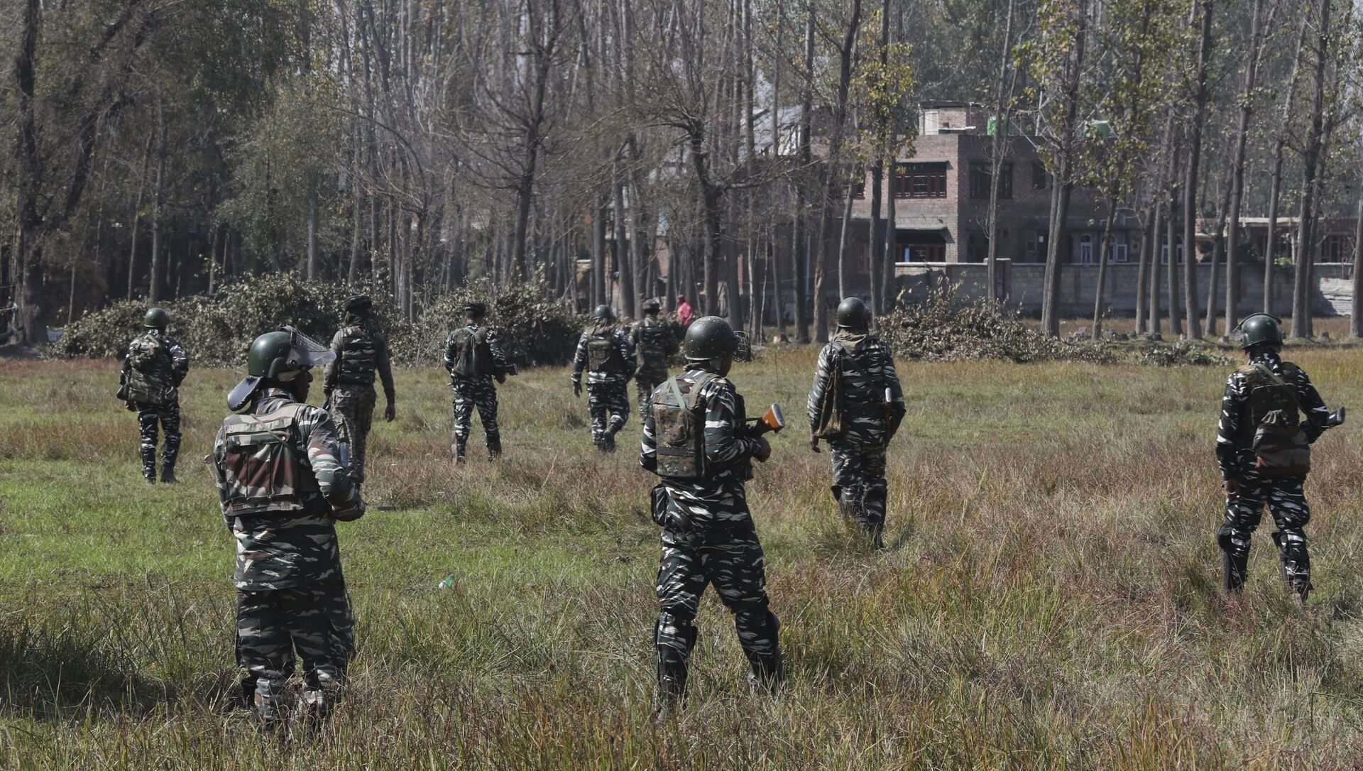 Indian paramilitary soldiers patrol near the site of a gunbattle in Bijbehara, south of Srinagar, Indian controlled Kashmir, Wednesday, Oct. 16, 2019 - Sputnik International, 1920, 23.07.2021
