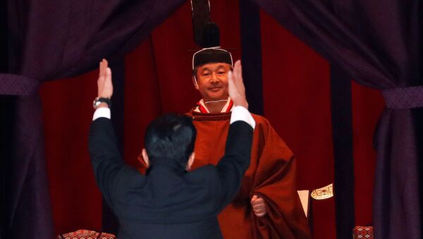 """Japan's Prime Minister Shinzo Abe raises his hands as he shouts """"banzai"""" or cheers in front of Emperor Naruhito during a ceremony to proclaim Emperor Naruhito's enthronement to the world, called Sokuirei-Seiden-no-gi, at the Imperial Palace in Tokyo, Japan October 22, 2019 - Sputnik International"""