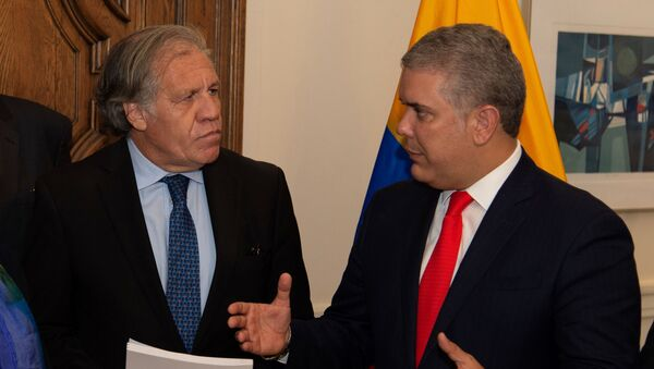 Colombia's President Ivan Duque speaks with OAS General Secretary Luis Almagro, after handing over a report that, according to Colombian authorities, contains evidence of the Venezuelan President Nicolas Maduro's support for terrorist groups, in Washington, U.S., September 26, 2019. Picture taken September 26, 2019.  - Sputnik International