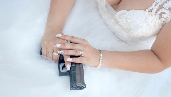 Woman with gun - Sputnik International