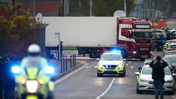 Police move the lorry container where bodies were discovered, in Grays, Essex, Britain October 23, 2019 - Sputnik International
