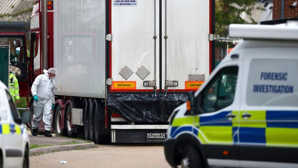 Police are seen at the scene where bodies were discovered in a lorry container, in Grays, Essex, Britain October 23, 2019 - Sputnik International