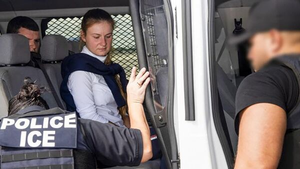 Convicted Russian Maria Butina is accompanied by federal agents after her release from a Florida prison, during her transfer onto a jet bound for Moscow at Miami International Airport in Miami, Florida, U.S. October 25, 2019.  - Sputnik International