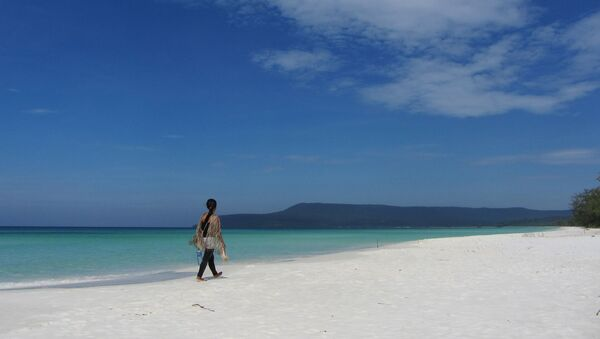A woman walks along the beach in Koh Rong, Cambodia - Sputnik International
