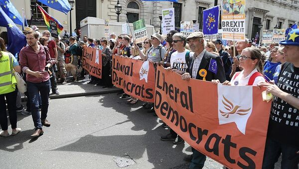 Liberal Democrats protesting on the People's Vote March - Sputnik International