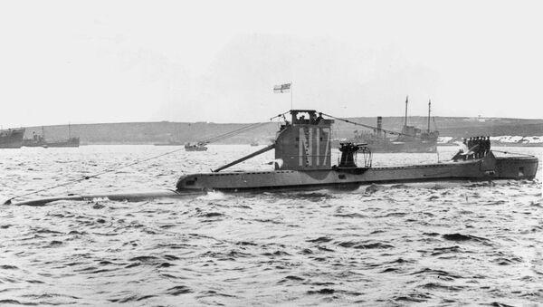 HMS Urge under way in harbour, at harbour stations - Sputnik International