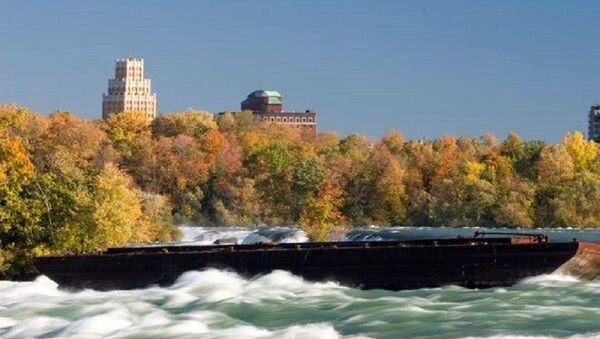 Boat Trapped on Edge of Niagara Falls for 101 Years Moves after Halloween Night Storm - Sputnik International