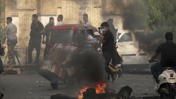 Iraqi protesters are blocking roads in Baghdad - Sputnik International