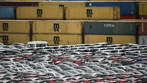 Cars for export and import are stored at the harbor in Bremerhaven - Sputnik International