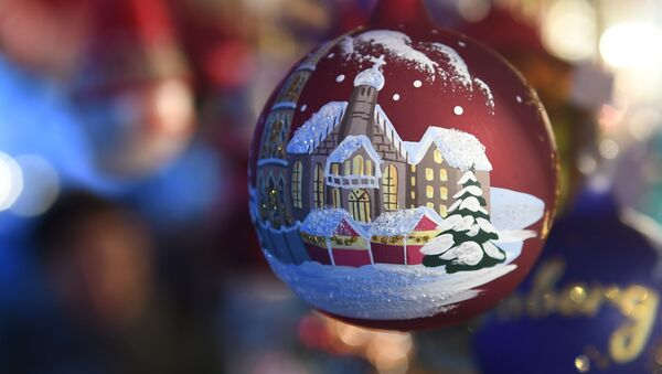 Christmas balls are for sale at the traditional Christmas Market in Nuremberg, southern Germany, on December 1, 2017. - The traditional Nuernberger Christkindlesmarkt opens from December 1 to December 24, 2017. - Sputnik International