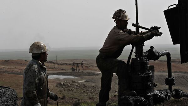 This March 27, 2018 photo shows Syrian workers fixing pipes of an oil well at an oil field controlled by a U.S-backed Kurdish group, in Rmeilan, Hassakeh province, Syria - Sputnik International