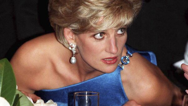In this Oct. 31, 1996 file photo, Diana, Princess of Wales, attends the Victor Chang charity dinner in Sydney, Australia, wearing an emerald cut aquamarine ring which Meghan Markle was wearing when she left Windsor Castle after her wedding to Prince Harry on Saturday, May 19, 2018 - Sputnik International