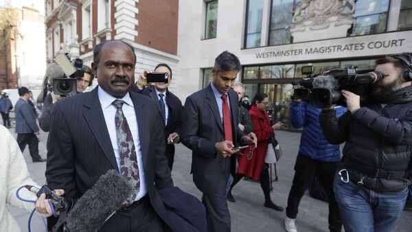 Officials are filmed by the media as they leave court after Indian diamond tycoon Nirav Modi was denied bail at Westminster Magistrates Court in London, Friday, March 29, 2019 - Sputnik International