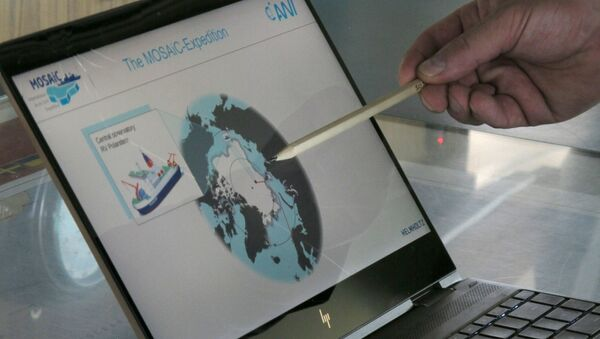 Markus Rex, an atmospheric scientist and leader of the MOSAiC expedition, points to a map, on the bridge of the German Arctic research vessel Polarstern in Bremerhaven, Germany, Wednesday, July 3, 2019.  - Sputnik International