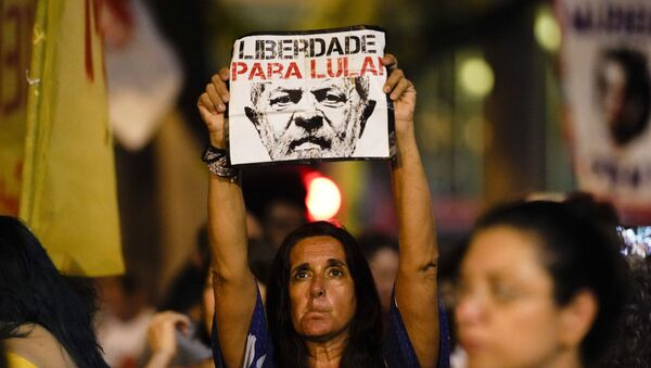 A woman holds up a sign that reads in Portuguese Freedom for Lula, referring to former jailed president Luis Inacio Lula da Silva, during a protest against Brazil's president Jair Bolsonaro to demand an investigation into the 2018 murder of city councilwoman Marielle Franco in Rio de Janeiro, Brazil, Tuesday, Nov. 5, 2019.  - Sputnik International