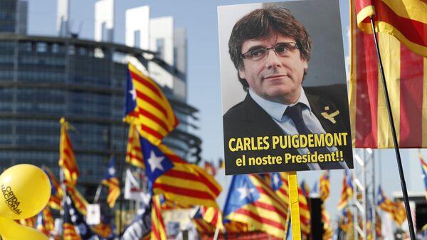 Protests at European Parliament Against Prosecution of Carles Puigdemont - Sputnik International