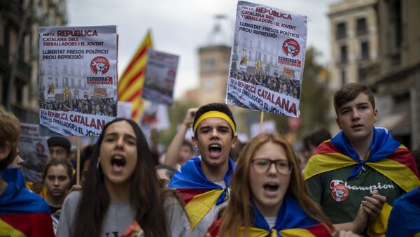 Students protest during a demonstration in Barcelona, Spain, Thursday, Oct. 31, 2019. Hundreds of young people decided to set up camp after Spain's Supreme Court convicted 12 separatist leaders of illegally promoting Catalonia region's independence and sentenced nine of them to prison. - Sputnik International