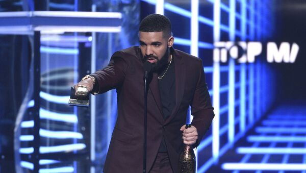 Drake accepts the the award for top male artist at the Billboard Music Awards on Wednesday, May 1, 2019, at the MGM Grand Garden Arena in Las Vegas. - Sputnik International