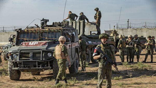Russian military police near the town of Darbasiyah in Syria - Sputnik International