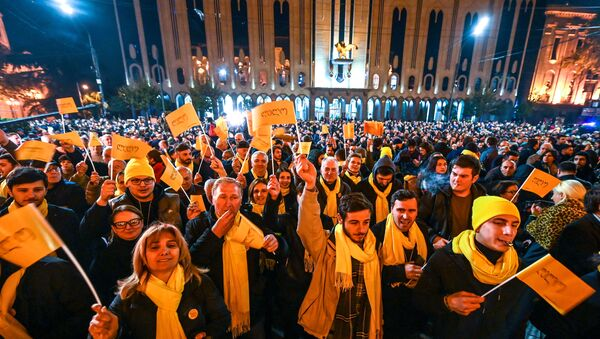 Georgian opposition supporters attend a rally outside the parliament in central Tbilisi on November 14, 2019.  - Sputnik International