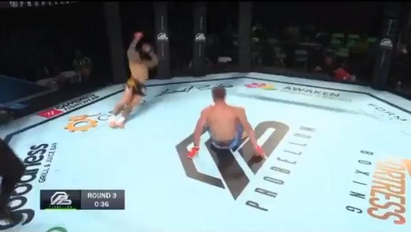 French fighter Davy Gallon knocks out British rival Ross Pearson at Probellum 1, November 2019. - Sputnik International
