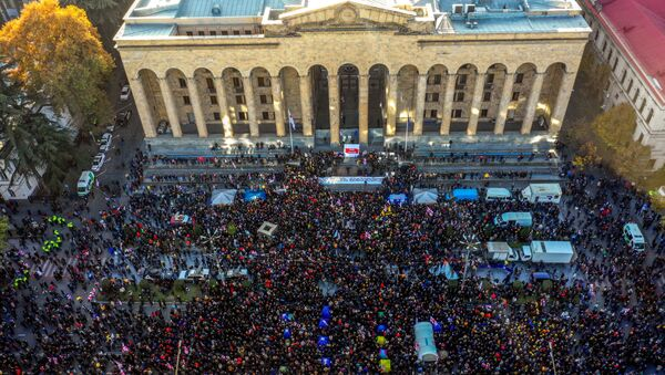 This picture taken on November 17, 2019 shows an aerial view of a crowd of Georgian opposition supporters gathered outside the parliament of Georgia in central Tbilisi, to demand the government's resignation and early parliamentary polls. - Sputnik International