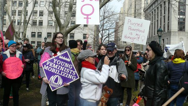 Feminists are taking part in a Planned Parenthood rally in New York City, 2011 - Sputnik International