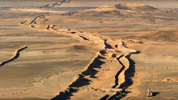 The 1,700-mile long Sand Wall built by Morocco, dividing Western Sahara - Sputnik International