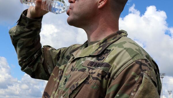 A combat medic assigned to Blanchfield's LaPointe Army Medical Home on Fort Campbell, drinks from a 16 ounce bottle of water to maintain his hydration for optimal performance. On average, the Army recommends men should consume about 100 ounces of fluid (3 liters) each day, and women should aim for about 70 ounces (2 liters) for baseline hydration.  - Sputnik International