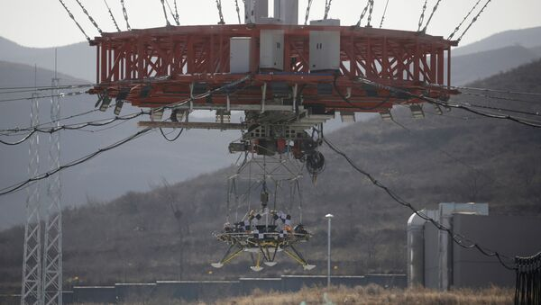 A lander is hanged for a hovering-and-obstacle avoidance test for China's Mars mission at a test facility in Huailai, Hebei province, China November 14, 2019. - Sputnik International
