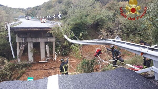 A portion of a motorway bridge linking Savona to Turin is seen after it collapsed due to a landslide near Savona, Italy, November 24, 2019.  - Sputnik International