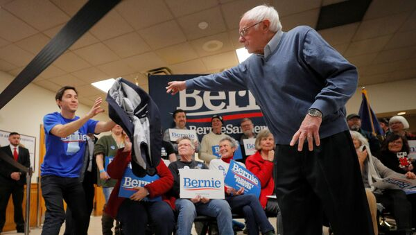 Democratic 2020 U.S. presidential candidate and U.S. Senator Bernie Sanders (I-VT) tosses his suit coat to actor and supporter Justin Long at a campaign town hall meeting in Hillsborough, New Hampshire, U.S., November 24, 2019.  - Sputnik International