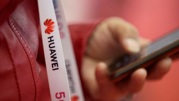 An attendee wears a badge strip with the logo of Huawei and a sign for 5G at the World 5G Exhibition in Beijing, China November 22, 2019 - Sputnik International