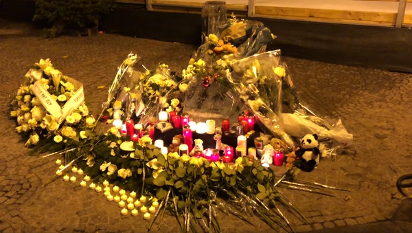 Candlelight vigil tribute constructed for two-year-old who died after being struck by an ice sculpture shard in Luxembourg's Christmas Market  - Sputnik International