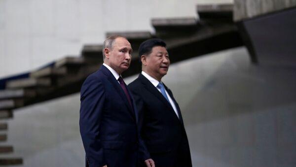 Russia's President Vladimir Putin and China's Xi Jinping walk down the stairs as they arrive for the BRICS summit in Brasilia, Brazil, 14 November 2019. - Sputnik International