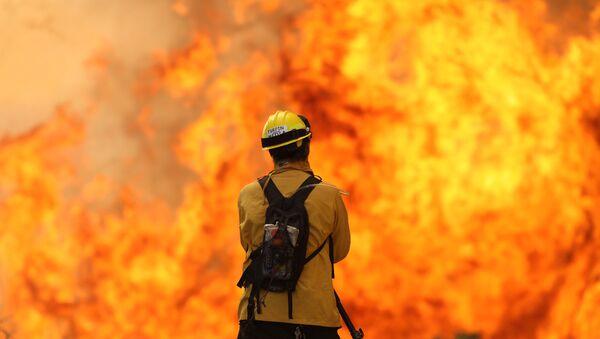 The Cave Fire in the hills of Santa Barbara, California - Sputnik International