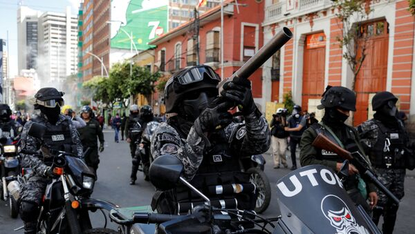 A member of the riot police aims his weapon during a protest, in La Paz, Bolivia November 21, 2019. - Sputnik International