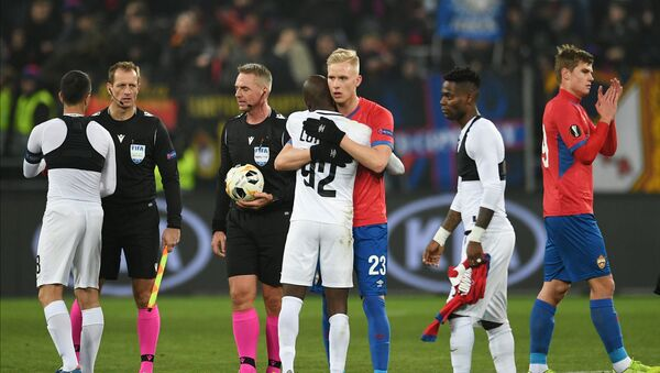 CSKA's and Ludogorets' players shake each others hands after the Europa League Group H soccer match between CSKA Moscow and Ludogorets Razgrad, in Moscow, Russia. - Sputnik International