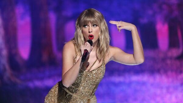 2019 American Music Awards - Show - Los Angeles, California, U.S., November 24, 2019. Taylor Swift performs a medley.  - Sputnik International