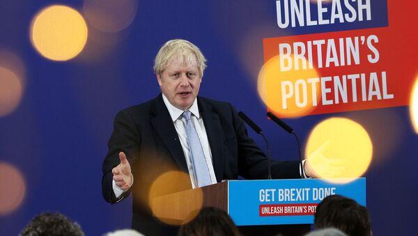 Britain's Prime Minister Boris Johnson makes a speech to an audience as he visits Healey's Cornish Cyder Farm, in Callestick, Britain, November 27, 2019.  - Sputnik International