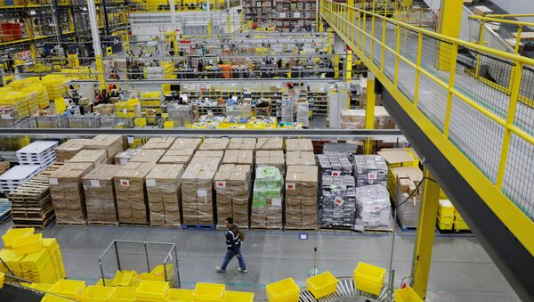 Amazon workers perform their jobs inside of an Amazon fulfillment center on Cyber Monday in Robbinsville, New Jersey - Sputnik International