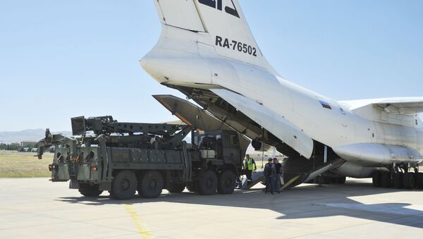 Military officials work around a Russian transport aircraft, carrying parts of the S-400 air defense systems, after it landed at Murted military airport outside Ankara - Sputnik International
