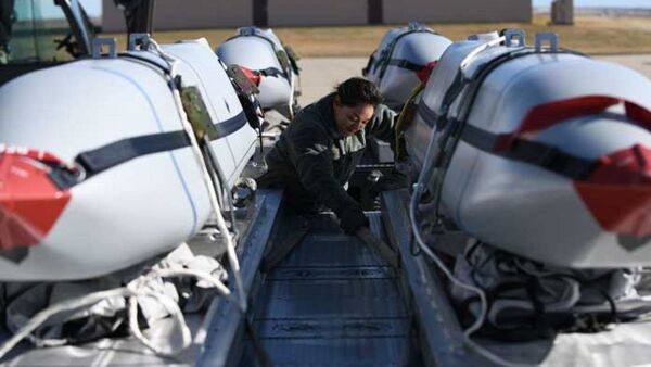 JASSM air to surface cruise missiles on the flight line at Ellsworth Air Force Base - Sputnik International