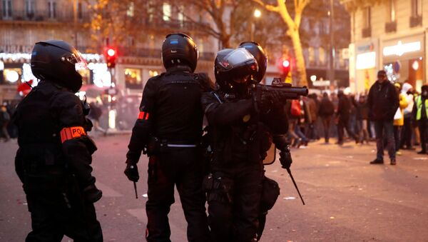 French CRS riot police secure an area during clashes at a demonstration against French government's pensions reform plans in Paris as part of a day of national strike and protests in France, December 5, 2019. - Sputnik International