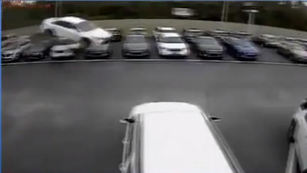 An out of control flying car crashing through a Forddealership in Crystal River, US - Sputnik International