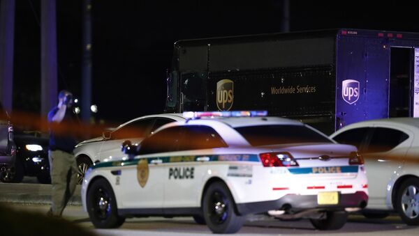 Authorities walk near a UPS truck and other vehicles at the scene of a shooting, Thursday, Dec. 5, 2019, in Miramar, Fla. - Sputnik International
