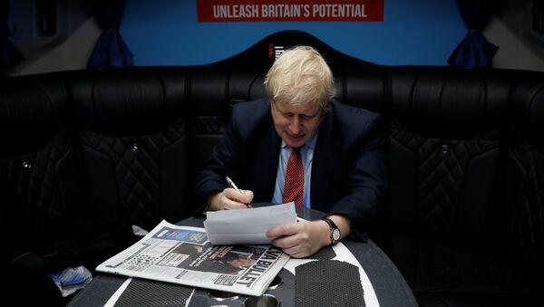 Britain's Prime Minister Boris Johnson works inside his campaign bus in Kent, Britain, December 6, 2019.  - Sputnik International