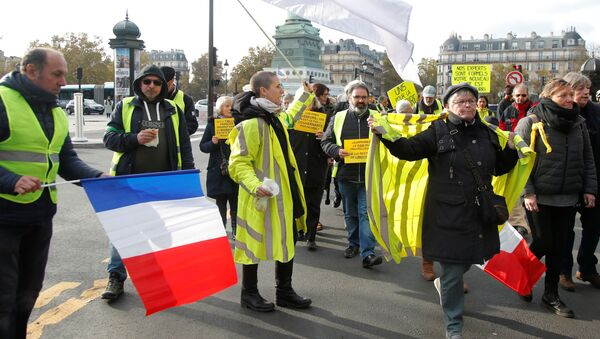 Protesters leave Place de la Bastille during a demonstration to mark the first anniversary of the yellow vests movement in Paris, France, November 17, 2019 - Sputnik International