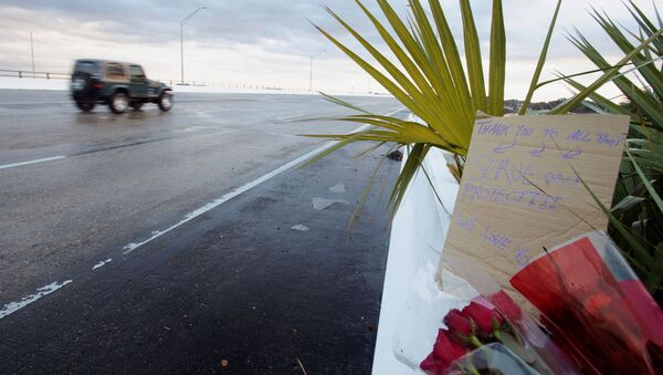 Flowers and a message are left on the entrance bridge after a member of the Saudi Air Force visiting the United States for military training was the suspect in a shooting at Naval Air Station Pensacola, in Pensacola, Florida, U.S. December 6, 2019. - Sputnik International